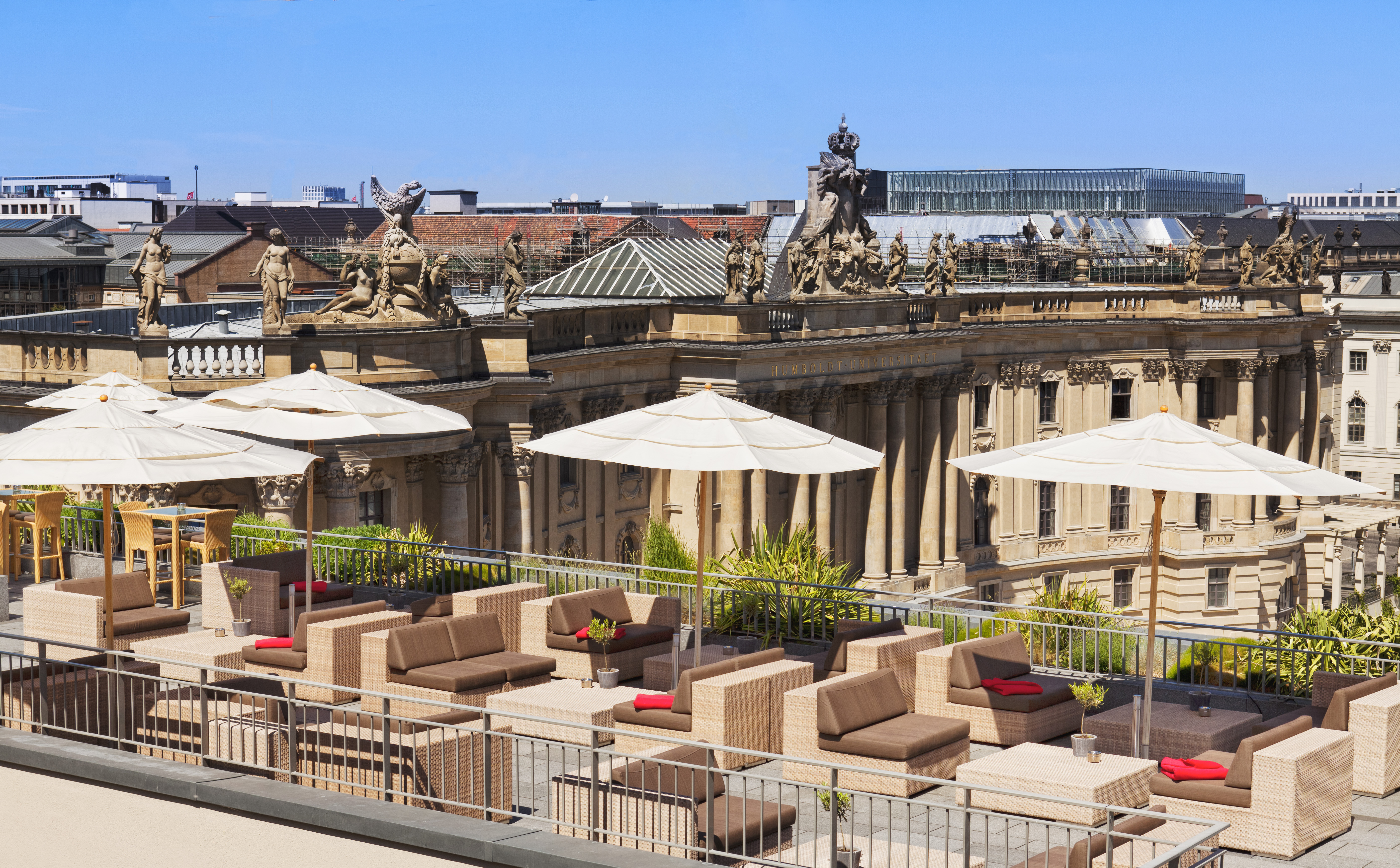 Hi_SAV_74698997_18_Hotel_de_Rome_-Rooftop_Terrace